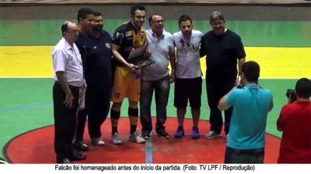 Falcão é homenageado e elogia ligação de Dracena com o futsal