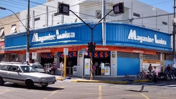 Adolescente é detido após furtar caixa de som em loja no centro de Osvaldo Cruz