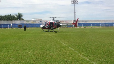 Helicóptero Águia sobrevoa a região em apoio ao policiamento terrestre