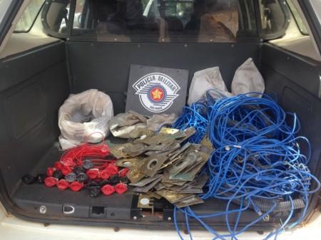 Polícia Militar detém três pessoas na Vila Esperança com materiais elétricos furtados de obra