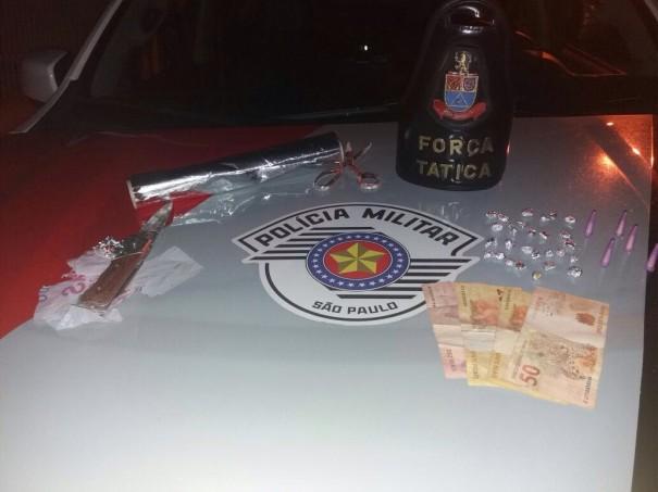 Força Tática da Polícia Militar detém três pessoas por tráfico em Osvaldo Cruz