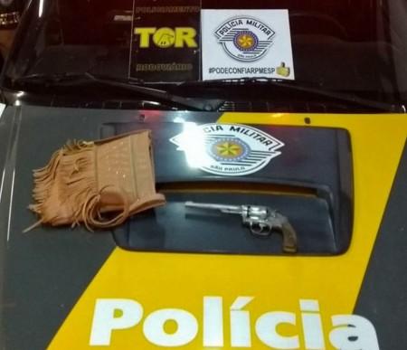 Fiscalização Policial apreende revólver com travesti de 17 anos dentro de ônibus