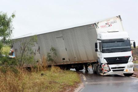 GPS falha, da orientação errada para o motorista e causa acidente na SP-425