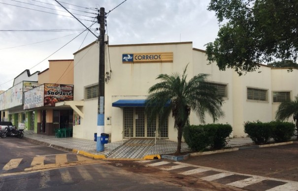 Ladrões tentam furar parede da agência dos Correios de Osvaldo Cruz