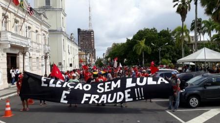 Ato em apoio ao ex-presidente Lula tem confronto com PM e 4 feridos em João Pessoa