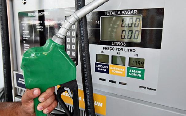 Petrobrás eleva em 0,7% preço do diesel e em 1,4% o da gasolina