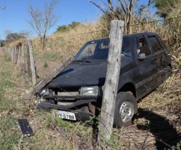 Condutora passa mal e causa acidente na SP-294