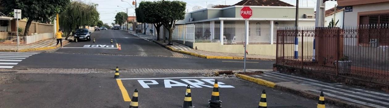Demutran de OC retorna preferencial para Rua Feb no cruzamento com Fernando Costa