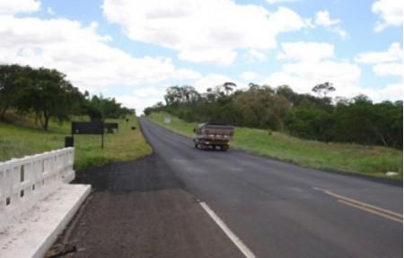 Caminhoneiro de Tupã é roubado em rodovia que liga Rancharia e Bastos