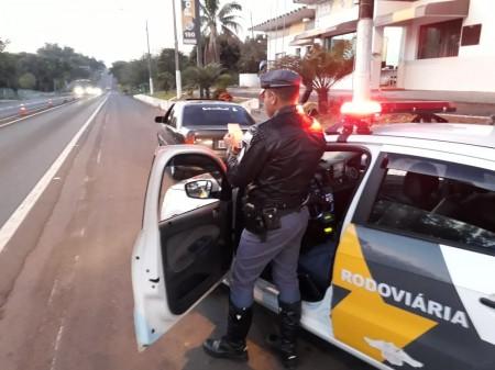 Polícia Rodoviária de Adamantina detém condutor portando CNH falsa