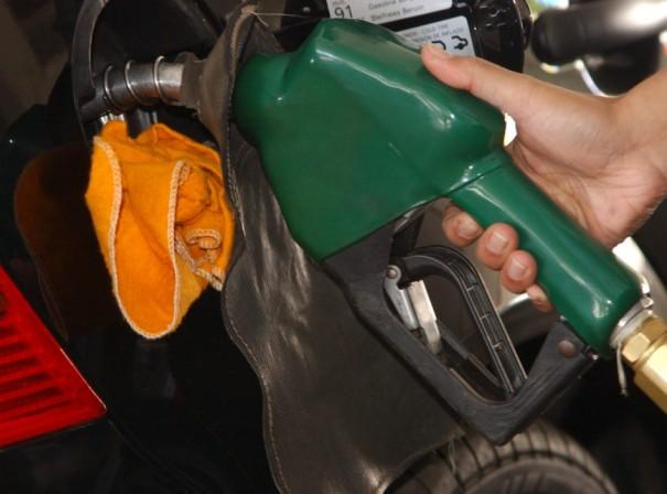 Maio tem 6º aumento consecutivo do preço da gasolina para distribuidoras