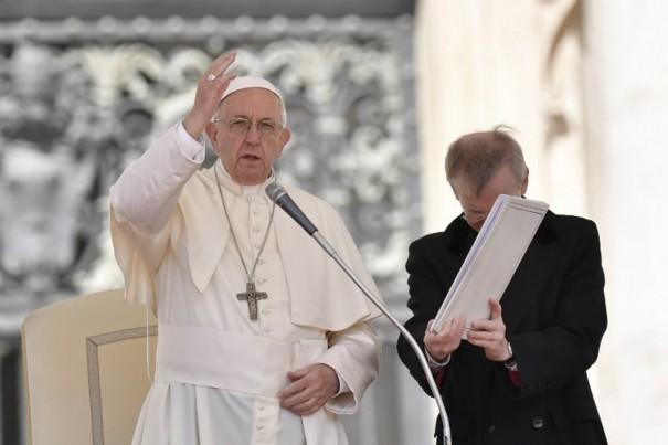 Papa expressa preocupação com 'espiral de violência' no Oriente Médio