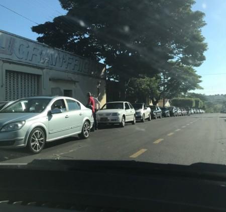 Filas nos postos de combustível de Osvaldo Cruz chegam a 200 metros