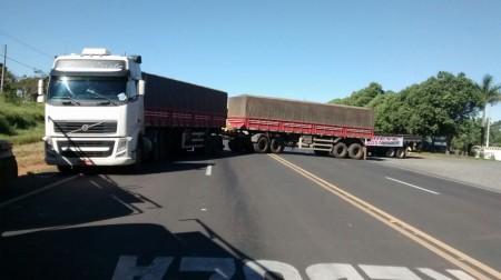Caminhoneiros liberam SP-294 e prometem parar 'trevão' de Parapuã