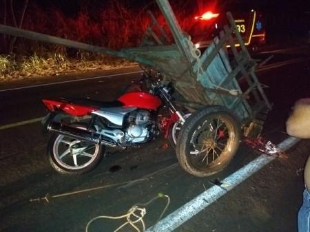 Acidente envolve moto e carroça em Irapuru