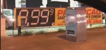 Gasolina chega a R$ 9,99 no Distrito Federal