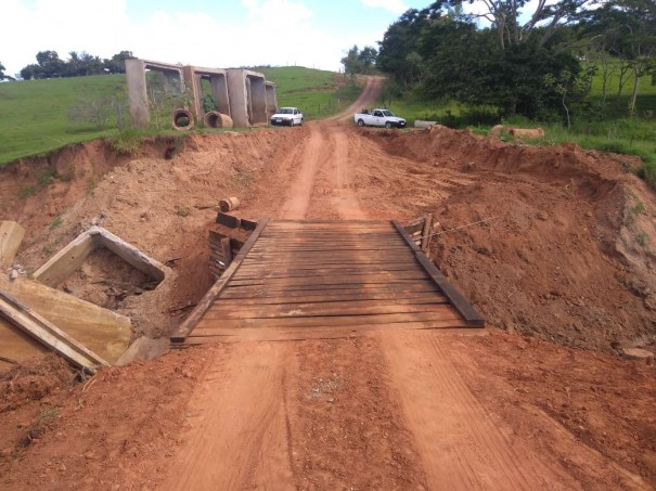 Prefeitura recupera ponte do bairro Jangada