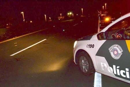 Caminhonete e moto se envolvem em acidente na SP-294