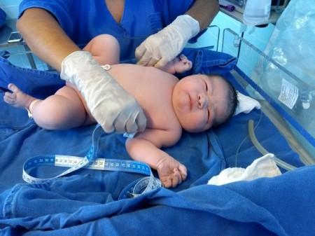 'Surpresa', afirma mãe de bebê que nasceu com mais de 6 quilos