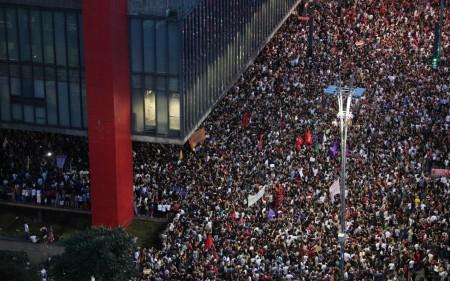 Manifestantes protestam pelo país contra a morte de Marielle Franco