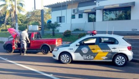 Polícia Rodoviária prende motorista e apreende carro com licenciamento falso em Adamantina