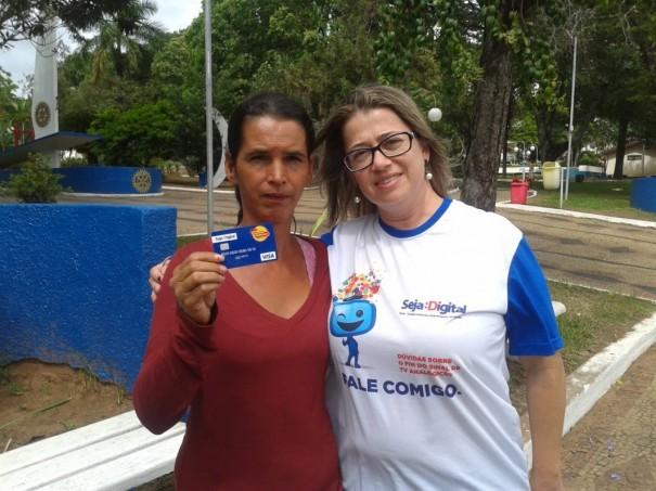 Moradora de Salmourão ganha R$2 mil na promoção Instalação Premiada