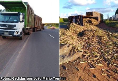 Semirreboque de caminhão canavieiro tomba e derrama parte da carga na pista da SP-294, em Iacri