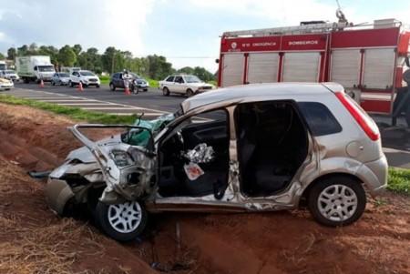 Moradores de Bastos sofrem ferimentos em acidente na SP-294, em Tupã