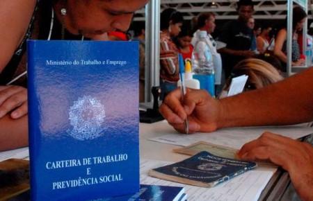 IBGE: Desemprego cai, mas ainda atinge mais de 12 milhões de brasileiros