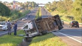 Motorista cochilou antes de capotar ambulância em rodovia de Marília, diz Corpo de Bombeiros