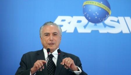 Temer anuncia que Brasil criou 790 mil postos de trabalho este ano