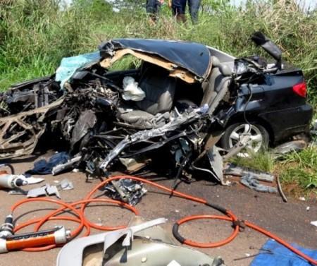 Homem morre em grave acidente entre carro e carreta
