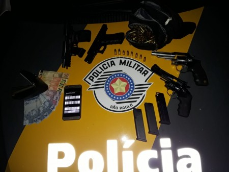 Passageiro é detido com armas e munições em ônibus na SP-425 em Parapuã