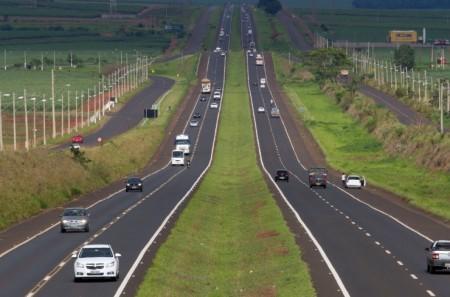 ARTESP orienta motoristas sobre horários de pico nas rodovias no feriado de N. Sra. Aparecida