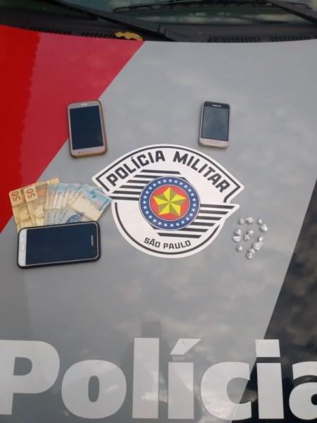 Polícia Militar verifica denúncia e prende dois por tráfico de entorpecentes