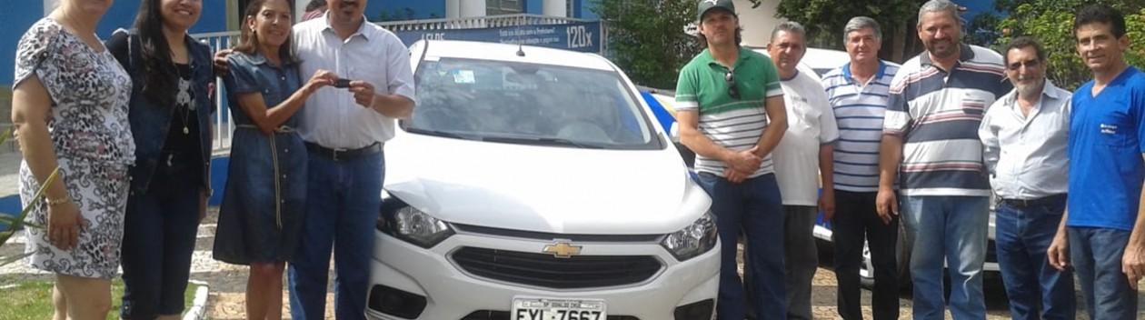 Prefeitura entrega veículos para Lar São Vicente de Paulo e Secretaria de Saúde