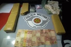 Passageiro de moto é preso por tráfico de drogas pela PM na vicinal Adamantina - Lucélia