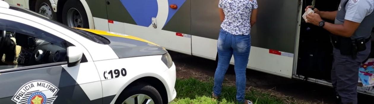 Passageira é detida transportando cocaína em ônibus pela SP-425 em Parapuã