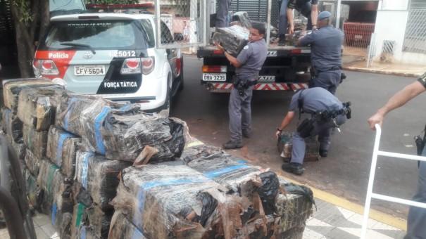 Força Tática da PM prende motorista por transportar maconha em meio à carga de sucata