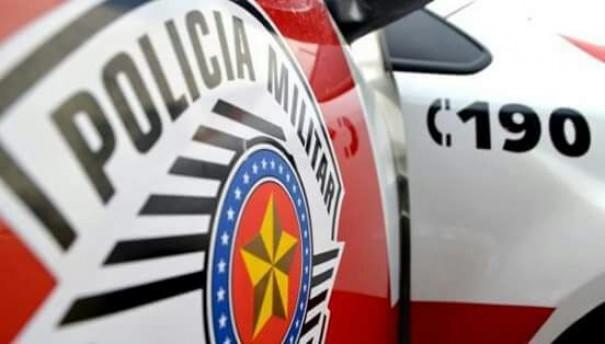 Polícia Militar de Osvaldo Cruz detém dois em frente a um bar na Avenida Brasil