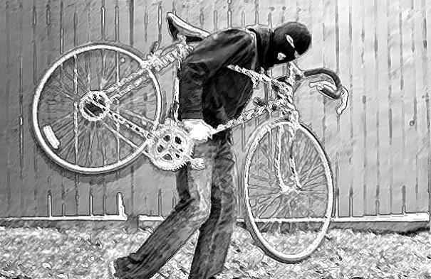 Mulher tem bicicleta furtada em frente à residência em OC