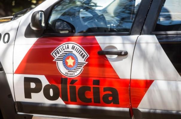 Homem é preso em flagrante pela Polícia Militar por crimes previstos na lei maria da penha, em OC