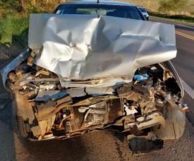 Motorista fica ferido em colisão traseira entre carro e caminhão canavieiro
