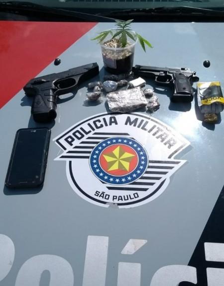 PM de Osvaldo Cruz prende traficante e apreende dois simulacros de arma de fogo