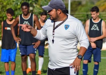 Técnico valoriza empate e projeta jogo contra o Palmeiras pelo Sub-15