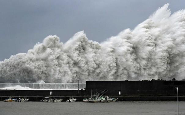Tufão Jebi deixa mortos e mais de 100 feridos no Japão