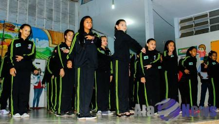 Prefeitura de Salmourão entrega agasalhos para os alunos da EMEFI