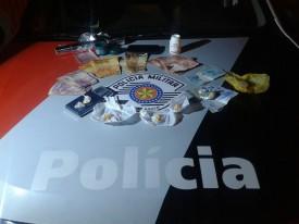 Denúncia de tráfico de drogas próximo à antiga escola Sesi resulta na prisão de um homem
