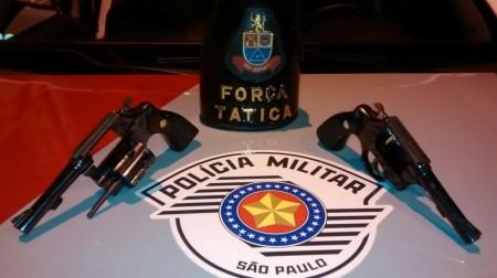 Força Tática da Polícia Militar apreende duas armas de fogo no Alberto Lang